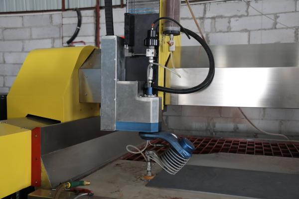 Cutting head of waterjet cutting machine
