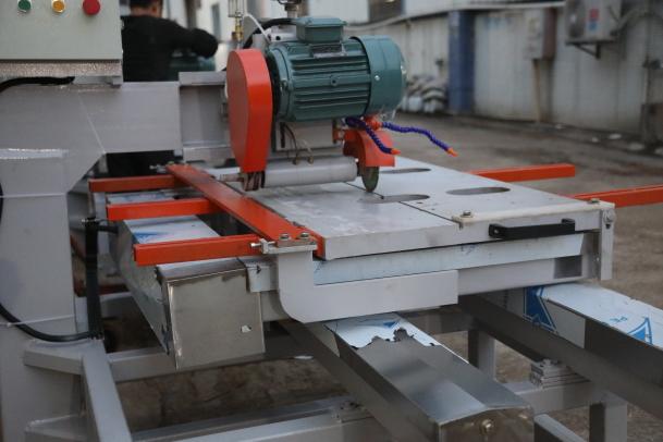 Multifunctional tile cutting machine